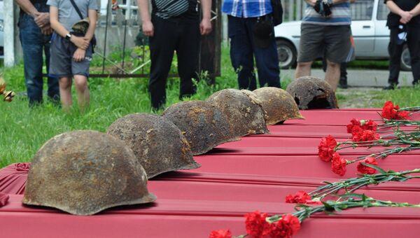 Перезахоронение воинов Красной армии на Украине