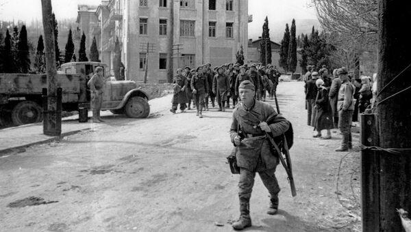 Алушта, апрель 1944. Группа пленных солдат