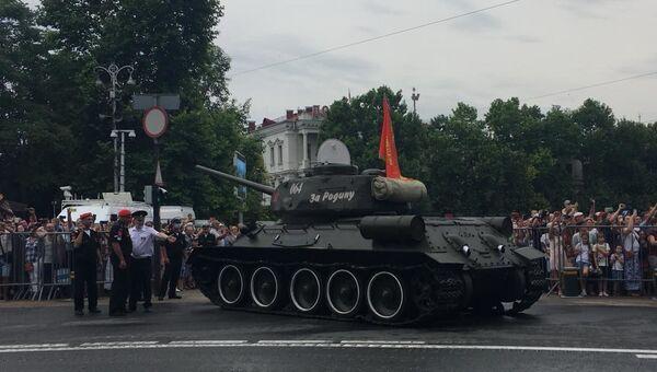 Т-34 заглох на параде в Севастополе