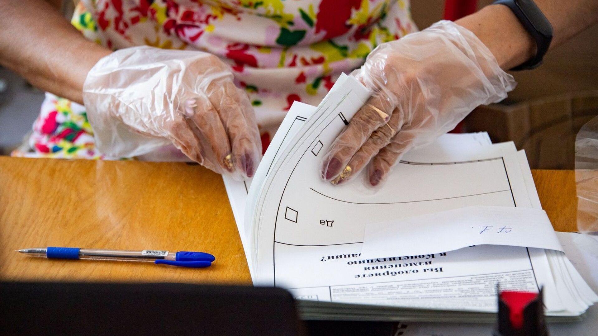 Голосование на избирательном участке - РИА Новости, 1920, 15.09.2021