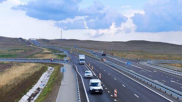 Автомобильное движение по всем четырем полосам Тавриды на участке от Керчи до Белогорска протяженностью 115 км было открыто 30 июня