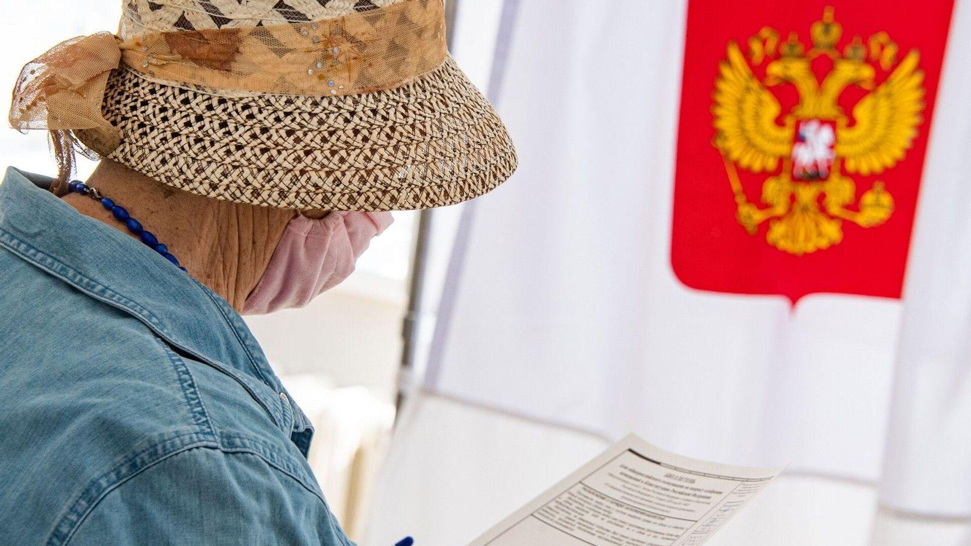 На избирательном участке в основной день голосования  - РИА Новости, 1920, 26.08.2021