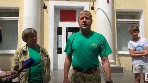 Олег Зубков вышел из зала суда