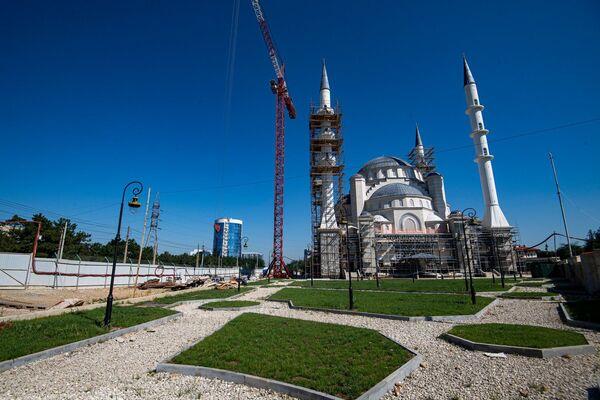 Президент России Владимир Путин пообещал взять под патронат строительство соборной мечети в Симферополе.