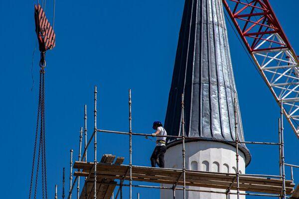 После завершения работ мечеть обещает стать одним из главных архитектурных шедевров Республики.