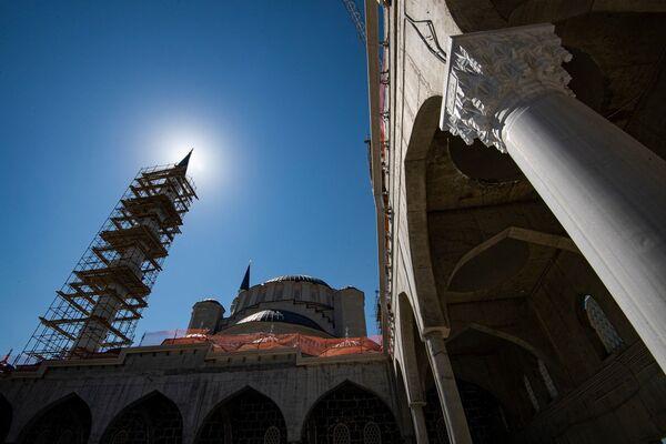 Крымские мечети — это места, которые хранят в себе неотъемлемую часть истории и культуры крымскотатарского народа.