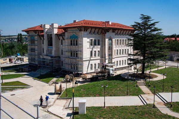 В этом здании расположится гостиница для паломников и офисы Духовного управления мусульман Крыма.