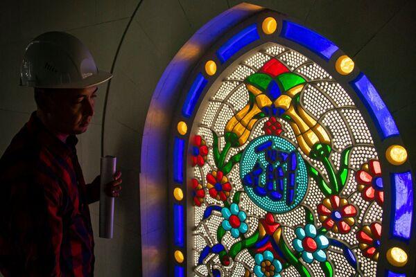 Основным символом мечети станет желтый тюльпан, который растет в долинах и украшает крымские горы ранней весной. Тюльпан считается цветком Всевышнего.