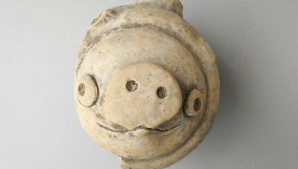 Керамическая свинья возрастом около 3000 тыс. лет
