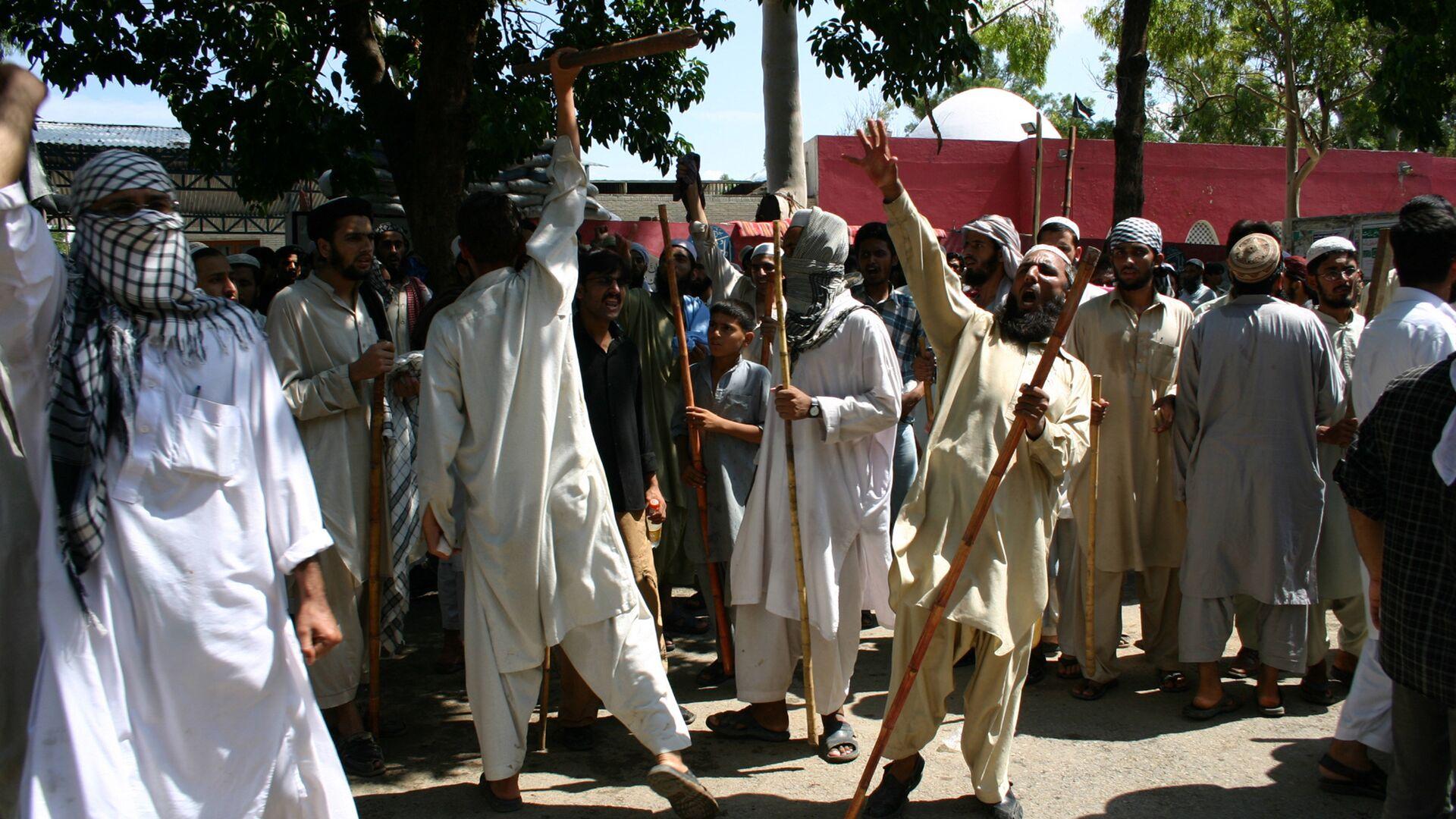 Противостояние радикальных исламистов и сил правопорядка в Исламабаде - РИА Новости, 1920, 17.08.2021