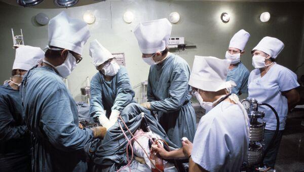 Операция на сердце с помощью льда и холодной воды, без применения аппарата искусственного кровообращения