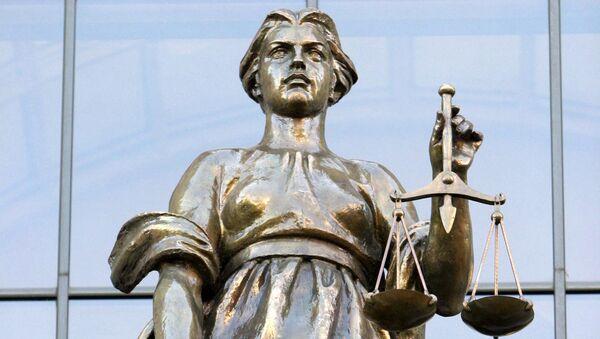 Фемида на здании Верховного суда РФ