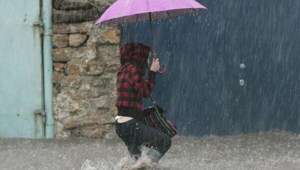 Ливень затопил дома в Джанкое и оставил без света ряд сел